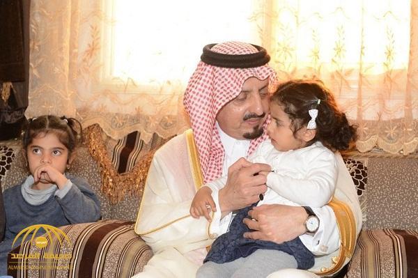 «ناقلاً تعازي القيادة».. أمير عسير يزور أسر الشهيدين الشهري والرياعي.. وهكذا كان الاستقبال