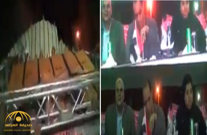 شاهد: لحظة سقوط شاشة عرض ضخمة على رؤوس نواب مصريين!
