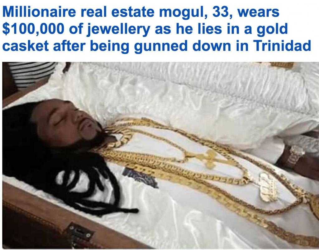 """بالصور: شاهد مليونير """"ترينيدادي"""" شاب يتم تأبينه مرتديا المجوهرات وداخل تابوت ذهبي"""