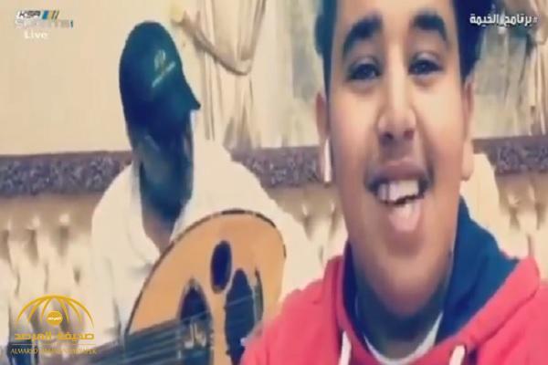 """خايف أتكلم يا """"بو ناصر"""" يحوشني النهار.. شاهد.. مشجع يوجه سؤالًا لـ""""تركي آل الشيخ"""" عبر وصلة غنائية"""