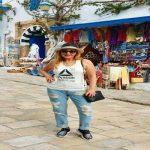 """بالصور .. """"جينز"""" نادية الجندي الممزق في تونس يثير الجدل"""