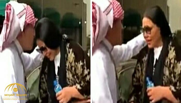شاهد.. إبراهيم الفريان يقبل رأس الفنانة أحلام