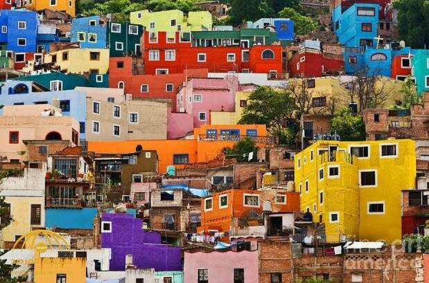 حقيقة صورة متداولة لمنازل بألوان زاهية بحي النكاسة بمكة