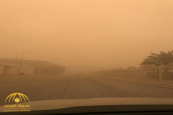 """شاهد..  عاصفة غبارية شديدة تجتاح الرياض.. """" والمسند"""" : استمرار الحالة الجوبة المضطربة حتى هذا الموعد"""