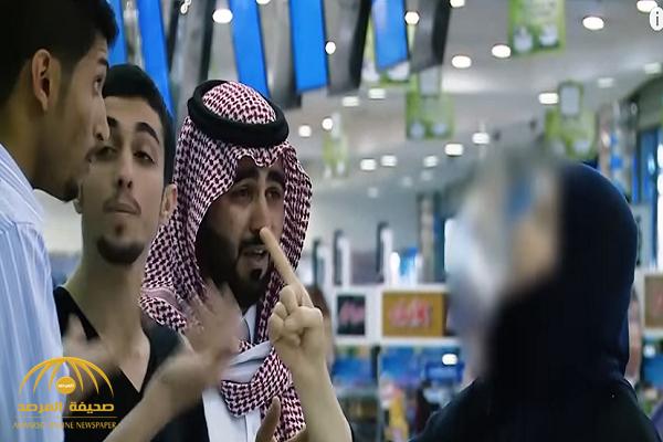 """شاهد..  رد فعل متسوقين تجاه بائع تعامل بعنف مع """"أصم"""" في مول تجاري!"""