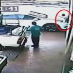 نهاية صادمة.. شاهد لحظة دهس رئيس حزب ماليزي تحت عجلات سيارة وهو جالس في مطعم!