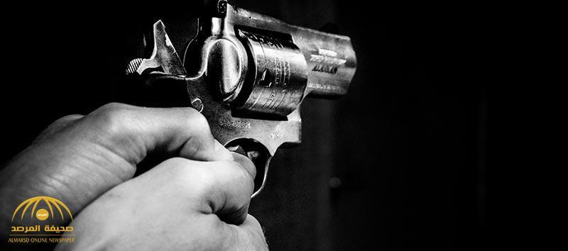 سطو مسلح على منزل مواطن وتهديد زوجته بمسدس وسرقة أطقم ذهب في حي الرمال بالرياض