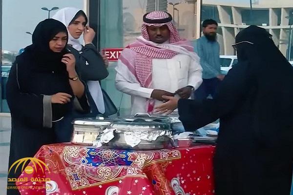 """بالفيديو .. شاهد ردة فعل متسوقات تجاه سيدة أهانت بائعة أكلات شعبية ووصفت أكلها بـ """"المقرف"""""""