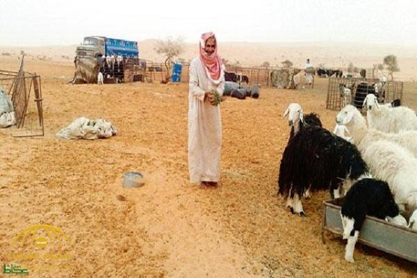 """يعيش على ذكرى محبوبته.. هكذا يقضي أشهر """" عازب"""" شهر رمضان وسط الصحراء!"""