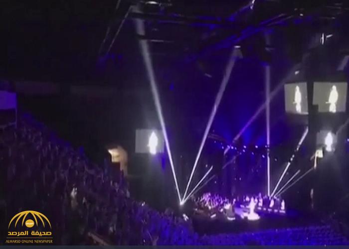 شاهد: كيف تفاعل الجمهور النسائي مع أغنية محمد عبده في جدة!
