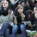 بسبب التطرّف الديني الإيراني .. شاهد : فتيات يبتكرن حيلة لدخول الملاعب ومشاهدة المباريات!