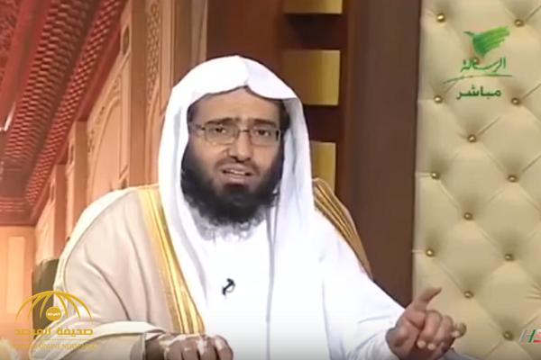 """بالفيديو..  الداعية """"الفوزان"""" يكشف حكم الصلاة خلف إمام الحرم من الفنادق المجاورة!"""