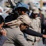 الحوثيون يفرون ويبيعون أسلحتهم