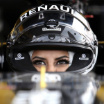 """تقود """"فورمولا"""".. من هي أول سعودية اقتحمت عالم سباق """"الراليات"""".. وكيف علقت على رفع حظر قيادة السيارة  للمرأة"""