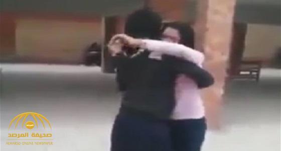 شاهد: طالبة تمازح زميلتها.. فكانت النهاية صادمة!