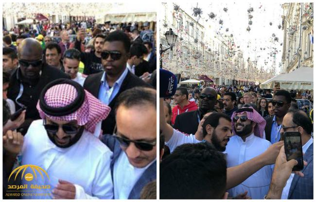 """شاهد .. """"تركي آل الشيخ"""" يفلت من تجمع كبير للمشجعين السعوديين .. هكذا تدخلت الشرطة الروسية"""