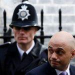 """اعتراف صادم لوزير الداخلية البريطاني: """"لصوص على دراجة نارية سرقوا هاتفي"""""""