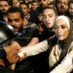 """اشتباكات بين مدنيين وقوات الأمن في عمان .. وملك الأردن يدعو إلى """"حوار وطني شامل"""""""