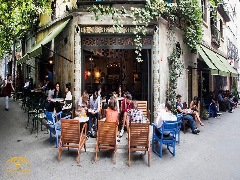 خمور ونساء ومجاهرة بالإفطار في نهار رمضان بشوارع إسطنبول!