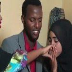 شاب صومالي يتزوج امرأتين في يوم واحد.. وهكذا اقنعهما بالأمر -فيديو