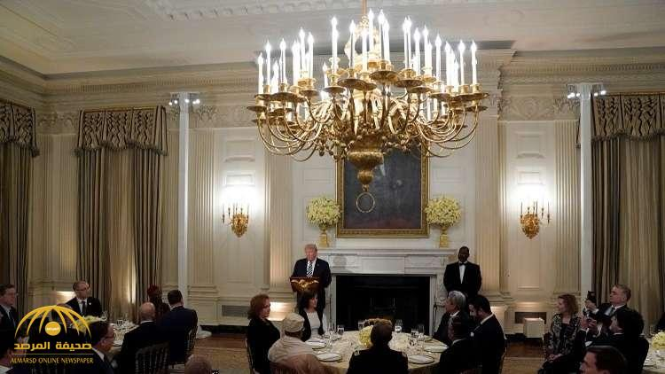 """بينهم السفير السعودي.. شاهد بالفيديو: """"ترامب"""" يقيم مأدبة إفطار في البيت الأبيض على شرف هؤلاء"""