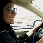 بالفيديو .. شاهد ردة فعل فتاة في أول قيادة لها بعد استلام الرخصة