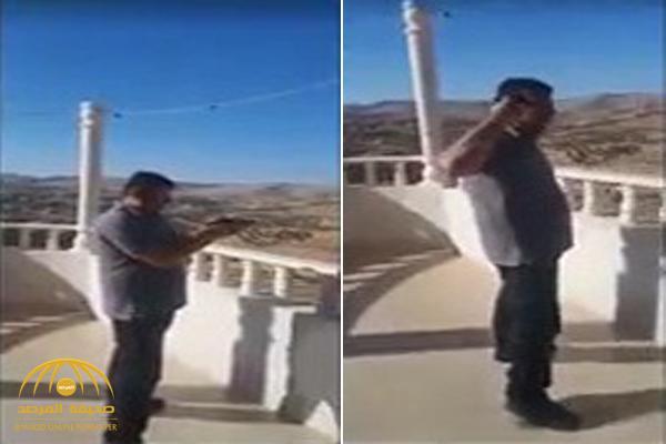 شاهد .. لحظة انتحار قاضي عشيرة في الأردن خلال بث مباشر