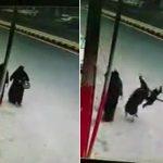 """شاهد : لص يسرق حقيبة سيدة """"منتقبة"""" في صنعاء .. والأخيرة ترتطم بالأرض بقوة"""