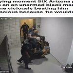 شاهد : 6 عناصر من الشرطة الأمريكية يتكالبون على رجل أسود أعزل و يضربونه حتى فقد وعيه