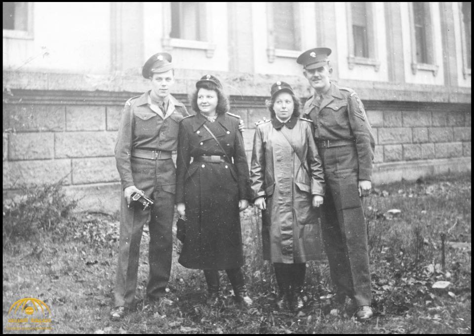 صور نادرة تنشر لأول مرة لمكتب هتلر المدمر بالقنابل