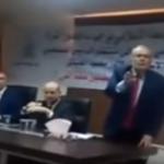 بالفيديو.. وزير إردني سابق يطرد سيدة من ندوة سياسية لمقاطعتها مستشار الرئيس الفلسطيني