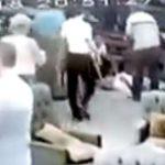 بعدما استقبله بحرارة.. بالفيديو: تركي يقتل شقيق زوجته في مقهى أمام الزبائن!