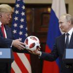 """الكرة الهدية التي قدمها """"بوتين"""" لترامب تثير مخاوف الولايات المتحدة !"""