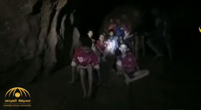 بالفيديو : العثور على لاعبي فريق كرة قدم بعد اختفائهم 9 أيام داخل كهف بتايلاند
