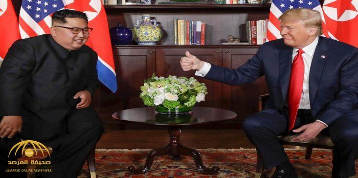 """كانت موضع حديث بينهما خلال القمة.. """"ترامب"""" يُحمل وزير خارجيته هدية طريفة إلى """"كيم"""""""