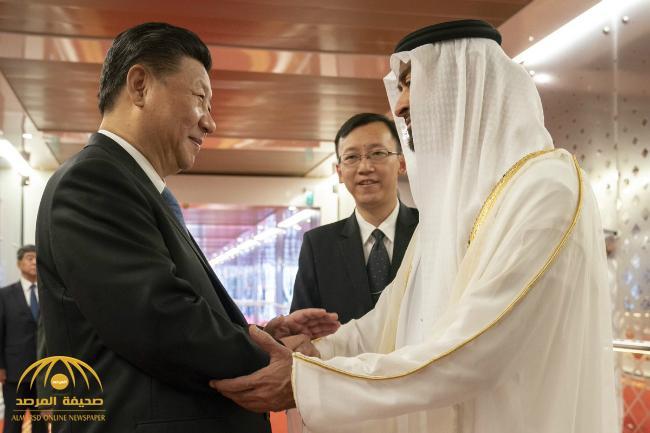 """بالفيديو :  محمد بن زايد يفاجئ الرئيس الصيني بهدية """"ثمينة جداً"""" تقديراً لزيارته دولة الإمارات !"""