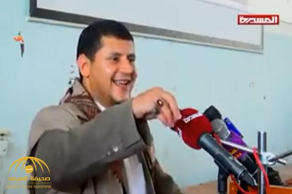 """بالفيديو: قيادي حوثي يشتم  ويسخر من الصحابي """"أبو هريرة""""!"""