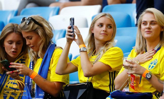 بالصور : منافسة بين مشجعات إنجلترا والسويد في المدرجات