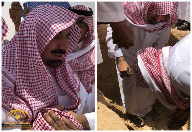شاهد بالصور: أمير منطقة نجران أثناء تشييع ودفن جثمان والدته في مقبرة العود بالرياض