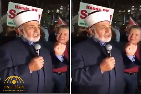 """شاهد.. داعية سوري  : الملائكة سيدها جبرائيل و بشار الأسد هو """"سيد بني البشر""""!"""