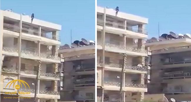 """لحظة انتحار فتاة """"سورية"""" في حلب"""