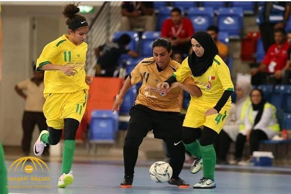 بالصور.. فريق كرة قدم نسائي سعودي يشارك في بطولة رياضية بالبحرين