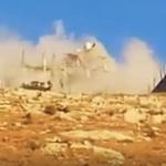 شاهد لحظة انهيار مبنى بعد تفجيره من قبل إهاربيين أثناء مداهمة قوات الأمن الأردنية له  في السلط