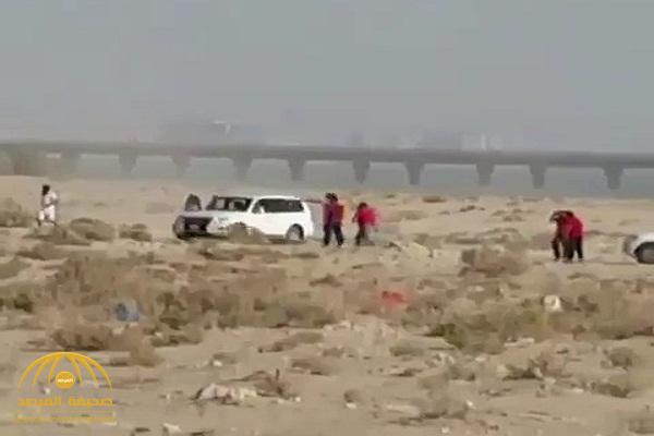 بالفيديو .. مشاجرة وإطلاق نار بين صيادي أسماك ومسؤولين في الكويت