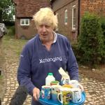 """بشأن """"البرقع"""".. شاهد: رد فعل مثير من وزير خارجية بريطانيا السابق على الصحفيين أمام منزله!"""