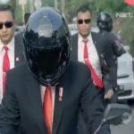 شاهد.. رئيس إندونيسيا يقود دراجة نارية في شوارع جاكرتا!