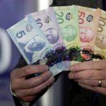 بعد إعلان السعودية بطرد السفير الكندي  … انخفاض الدولار الكندي في الأسواق العالمية!