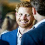 """""""حذاء الأمير هاري المثقوب"""" يلفت الأنظار إلى ثروته الهائلة.. هذا ماكشفته صحيفة أمريكية-صور"""
