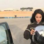 """شاهد .. أول فيديو عرض للسائقة السعودية """"رنا الميموني"""" في سباق """"الدريفتينغ"""" بالرياض!"""