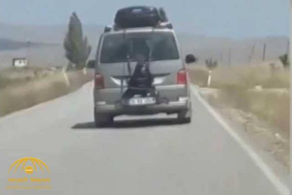 شاهد فتاة مربوطة بسيارة على طريق سريع في تركيا !